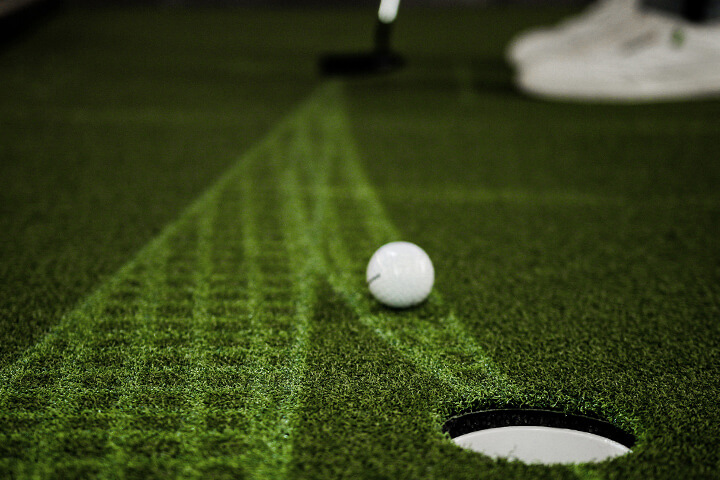 The speed corridor helps a player improve on their touch on the putting green and the course. It will also help you understand the influence of speed on break. ©puttview.com